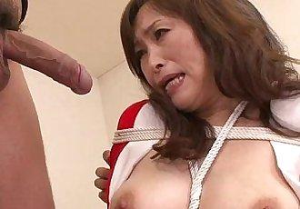 MIlf bouned in threeway blowjob for this mature slut - 6 min