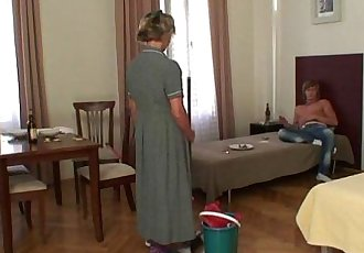 Cleaning woman gives up her old pussy - 6 min