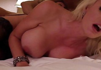 Bigtitted glamour milf in lingerie bangHD