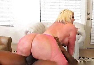PAWG GIVING HIM A SAVAGE BOOTY BEATDOWN - 47 sec
