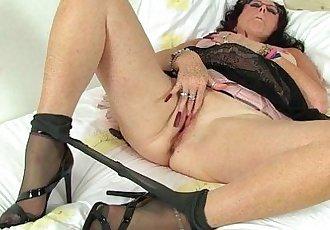 British milf Raven works her nyloned pussyHD