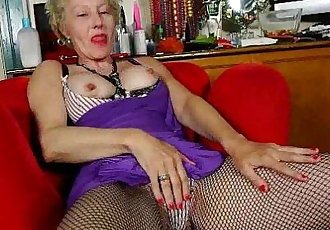 American gilf Cristine needs masturbation for startersHD
